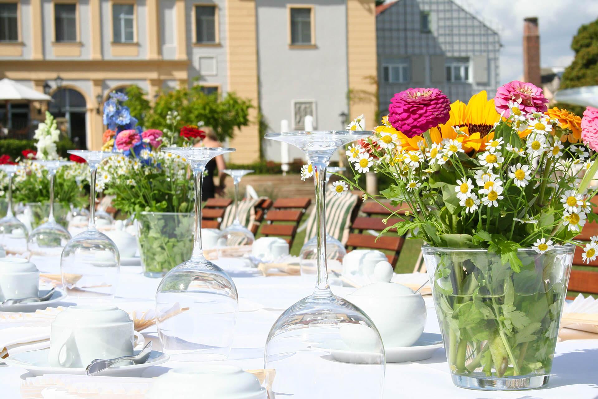 Feiern mit Familie oder Freunden im Schlosspark oder auf der Terrasse.