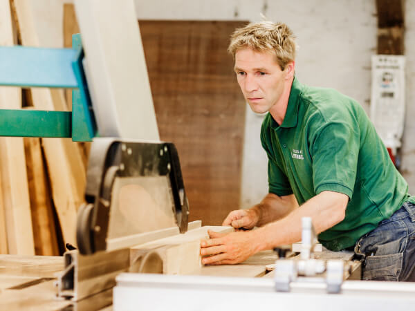 Handwerk mit Herz - Ein Handwerker in unseren Werkstätten