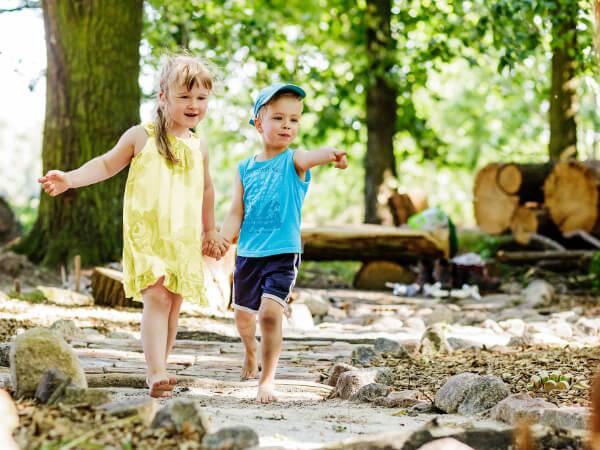 Kinder bei weiteren Feizeitangeboten auf dem Gelände